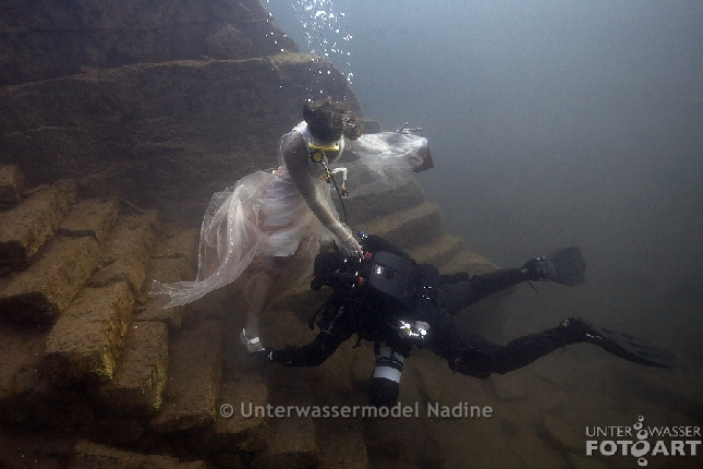 http://underwater-model.com/cache/vs_95-behind%20the%20scenes_loebejuen-1008.jpg