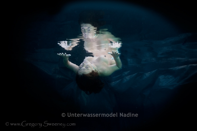 http://underwater-model.com/cache/vs_98-Pool_GS_8547_090210-Edit.jpg